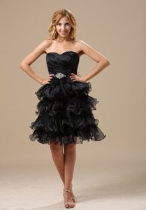 Sweetheart Short Black Evening Wear Dresses in Organza with Ruffled Layers