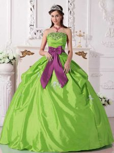 Green Ball Gown Strapless Quinceanera Dresses in with Beading