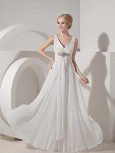 Sexy Straps Beading Chiffon Bridal Wedding Dress with V-neckline in Floor-length