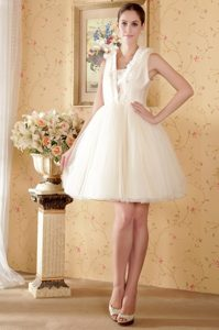 Beauty Princess Plunging Tulle Women Wedding Dress with Beads in Mini-length