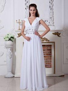 V-neck Long Bridal Wedding Dress with Beadings in Low Price