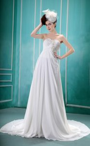 Sweetheart Ruching Outdoor Wedding Dress with Appliques and Handle Flowers