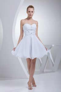 Sweetheart Mini-length Ruched White Chiffon Wedding Dresses with Beading