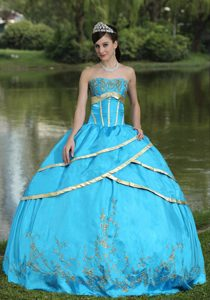 and Satin Blue 2013 Quinceanera Gowns with Embroidery on Promotion