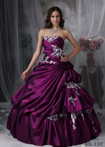 2015 Dark Purple Strapless Drapped Quinceanera Dress with Appliques