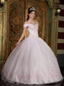 Pretty Off-The-Shoulder Baby Pink Organza Quinceanera Dress with Appliques