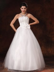 Customize Strapless Prom Wedding Dress for Spring with Beads and Bowknot