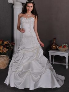 Beauty Sweetheart Appliqued Outdoor Wedding Dress in with Pick-ups