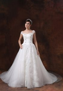 Clearance Cap Sleeves Church Wedding Dress with Appliques in Lace and Tulle