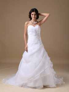 Sweetheart Ruching Church Wedding Dress with Appliques and Ruffles for Fall