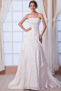 Beautiful Strapless Chiffon Appliqued White Wedding Dress with Court Train