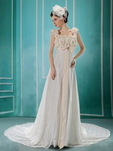 White Flowers Decorate Discount Wedding Dresses with Beading and Lace