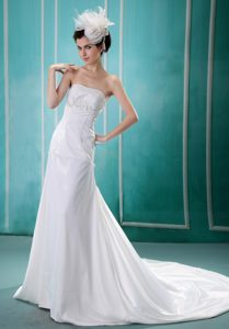 Inexpensive Strapless Chiffon Appliqued Dress for Wedding with Court Train