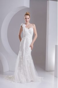 Latest Mermaid One Shoulder White Sleeveless Lace and Appliques Zipper Wedding Gowns